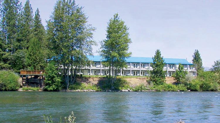 Edgewater Inn Shady Cove 101 Things To Do Southern Oregon Del