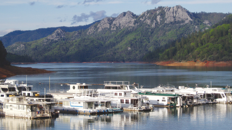 Holiday-Harbor-Lake-Shasta