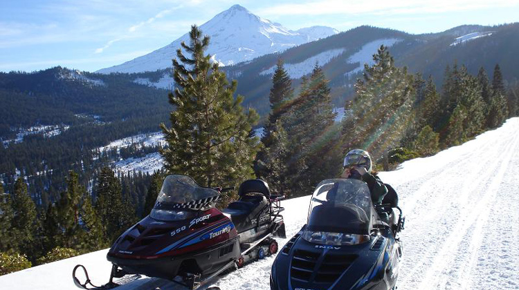 Snowmobiling-siskiyou-county